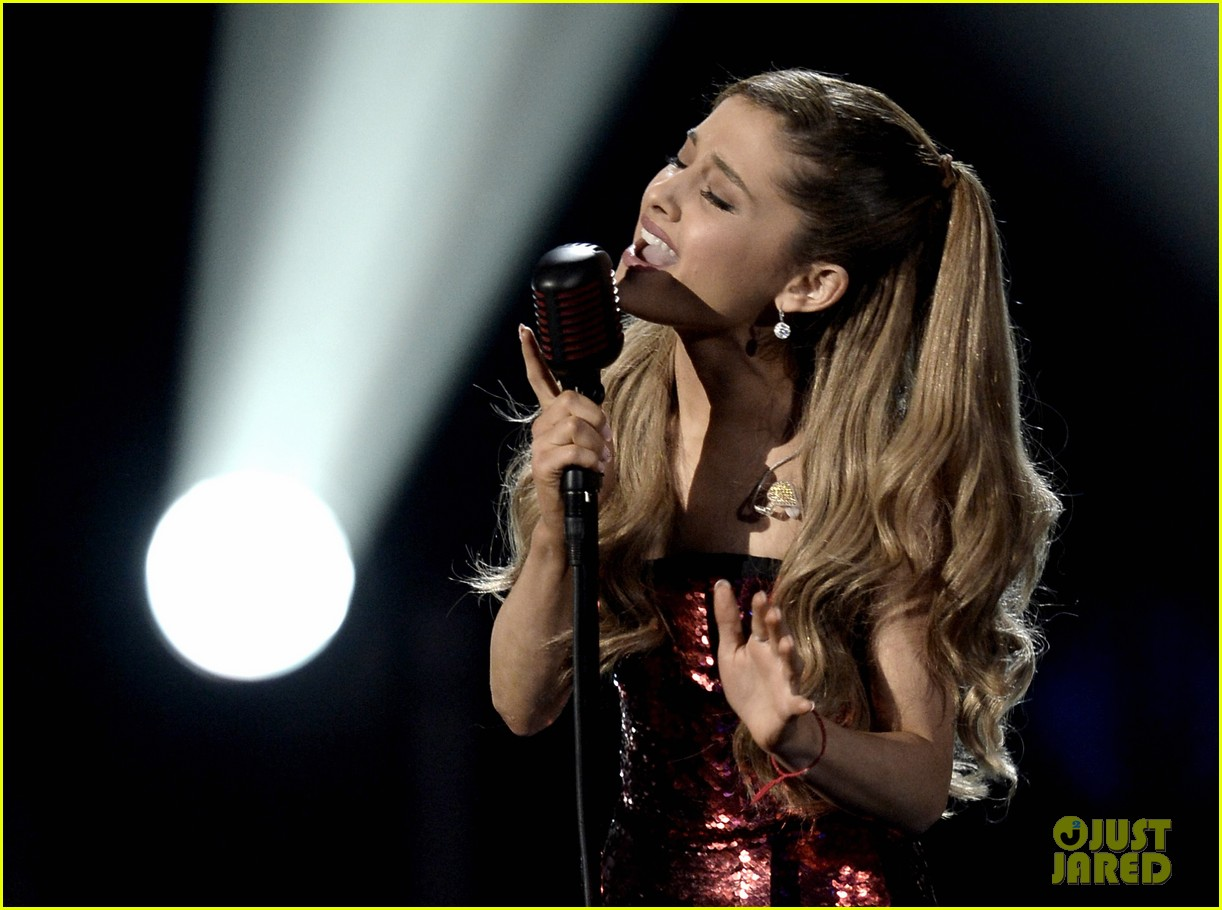 ariana grande sings tattooed heart at amas 2013 video 06