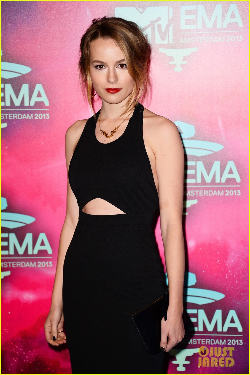 ariana grande bridgit mendler mtv ema 2013 red carpet 022989827