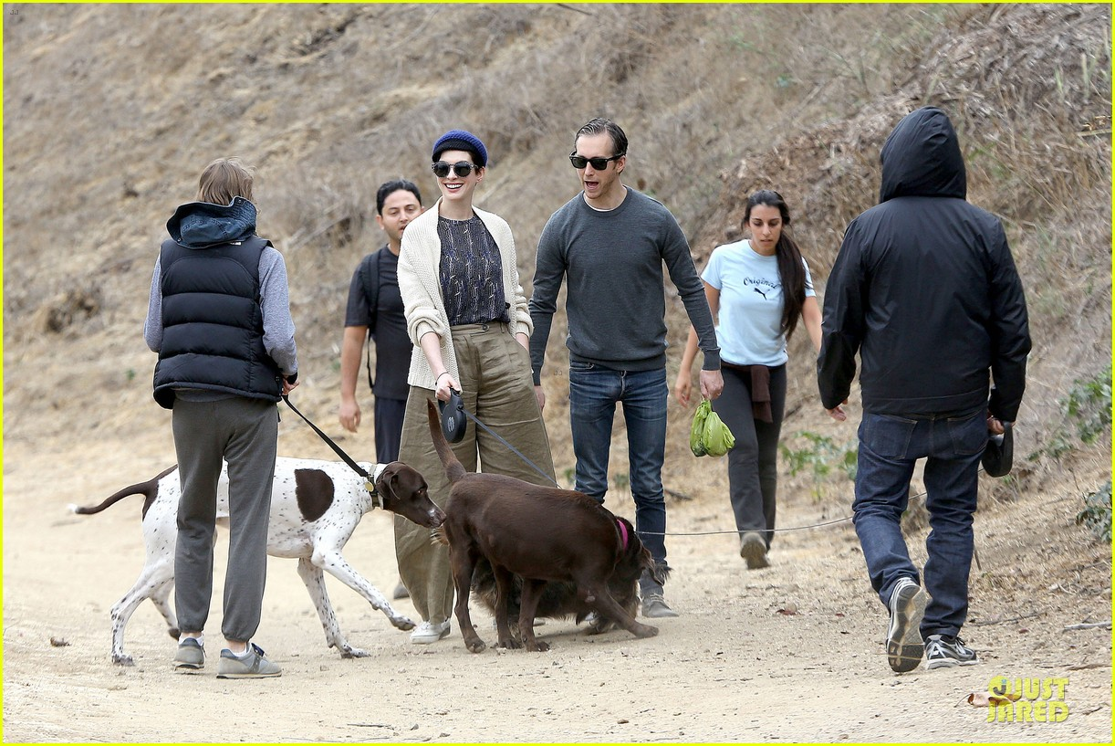 anne hathaway adam shulman hold hands for intimate walk 16