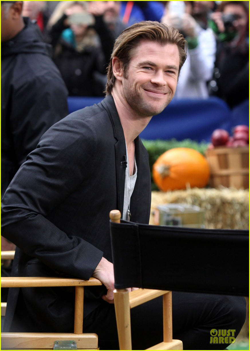 http://cdn04.cdn.justjared.com/wp-content/uploads/2013/11/hemsworth-blazers/chris-hemsworth-different-blazers-for-thor-nyc-promotion-06.jpg