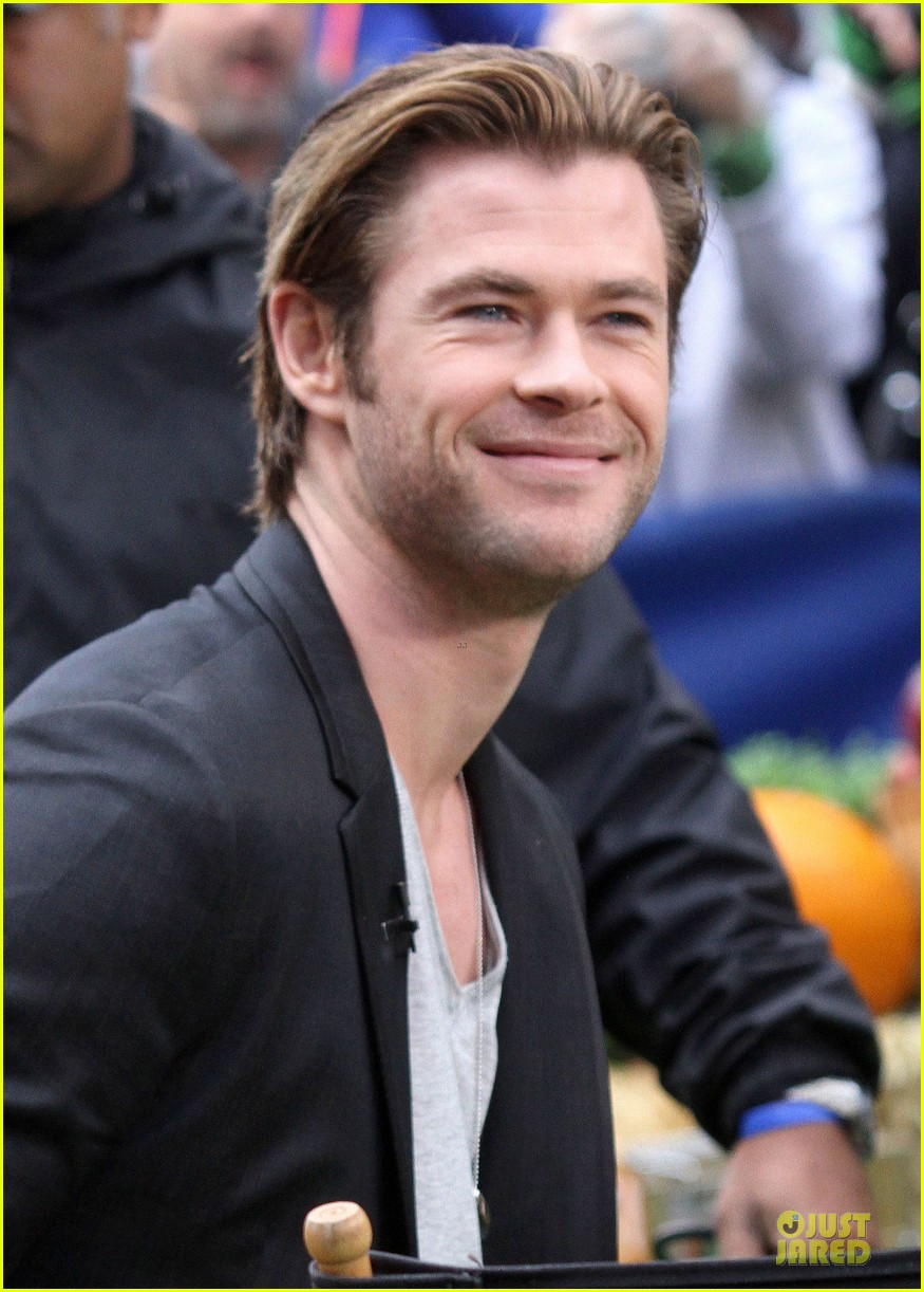chris hemsworth different blazers for thor nyc promotion 082986640