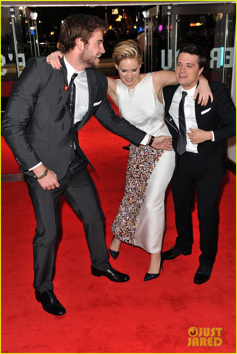 liam hemsworth josh hutcherson catching fire premiere 10