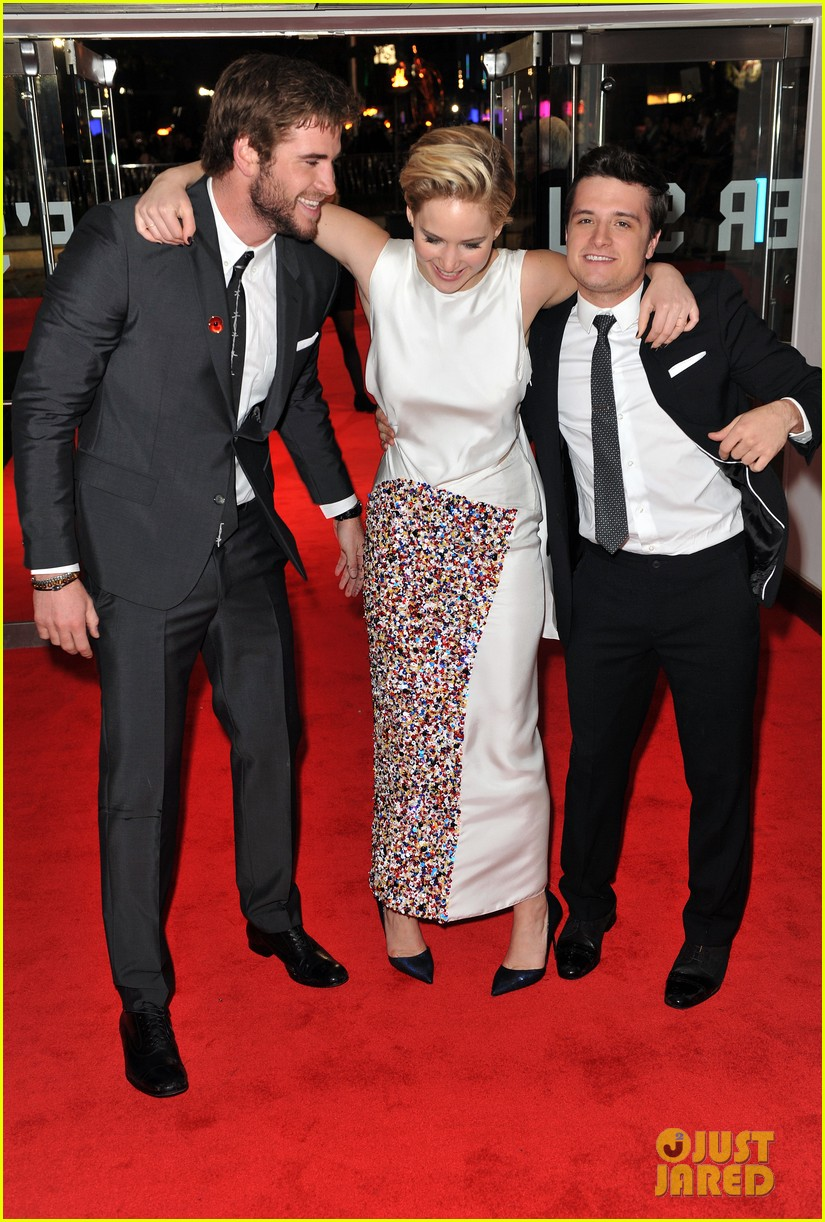 liam hemsworth josh hutcherson catching fire premiere 11