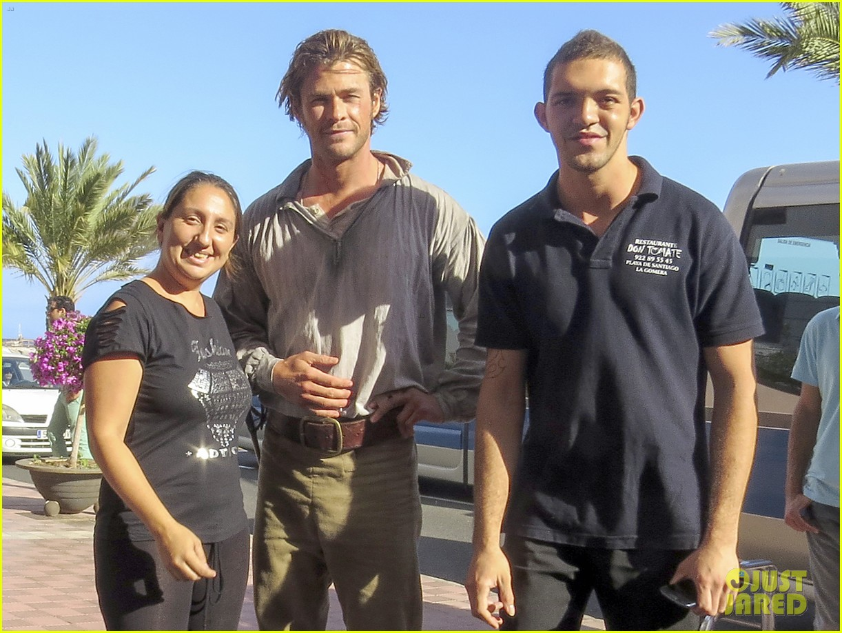chris hemsworth greets fans on heart of the sea set 112995891