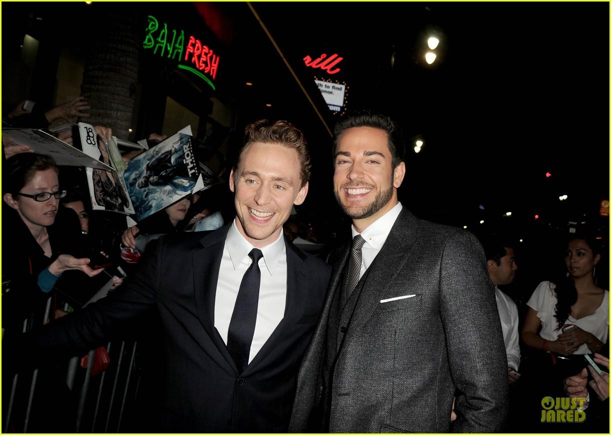 http://cdn04.cdn.justjared.com/wp-content/uploads/2013/11/hiddleston-dennings/tom-hiddleston-kat-dennings-thor-hollywood-premiere-14.jpg