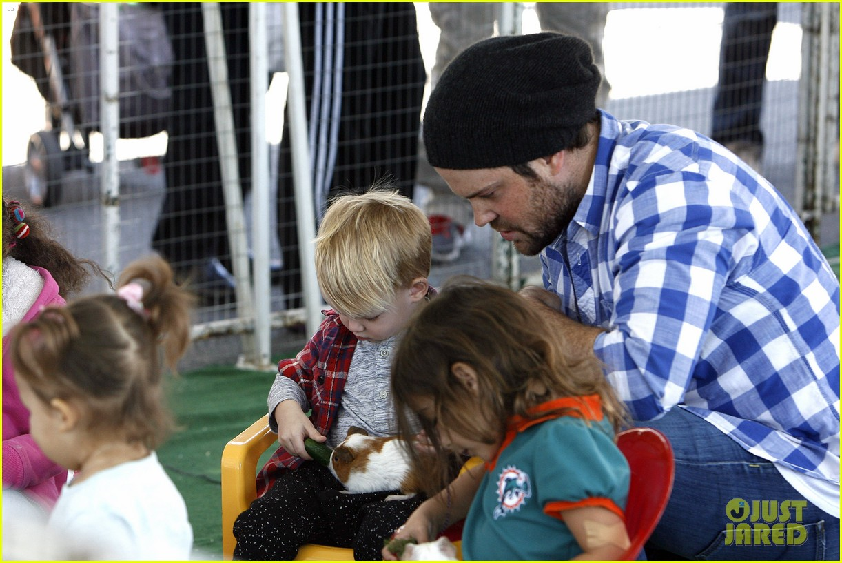 hilary duff mike comrie petting zoo with luca 152999131