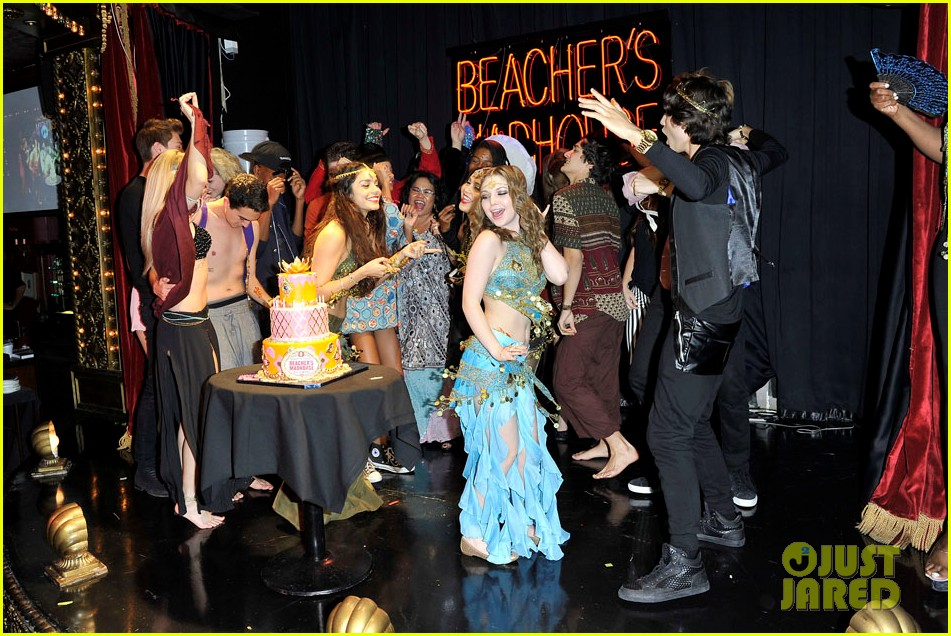 vannessa hudgens stella birthday party at beachers madhouse 31