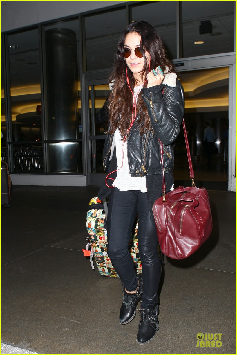 vanessa hudgens sports eyeglasses at lax airport 03