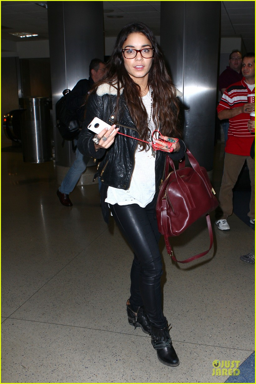 vanessa hudgens sports eyeglasses at lax airport 06