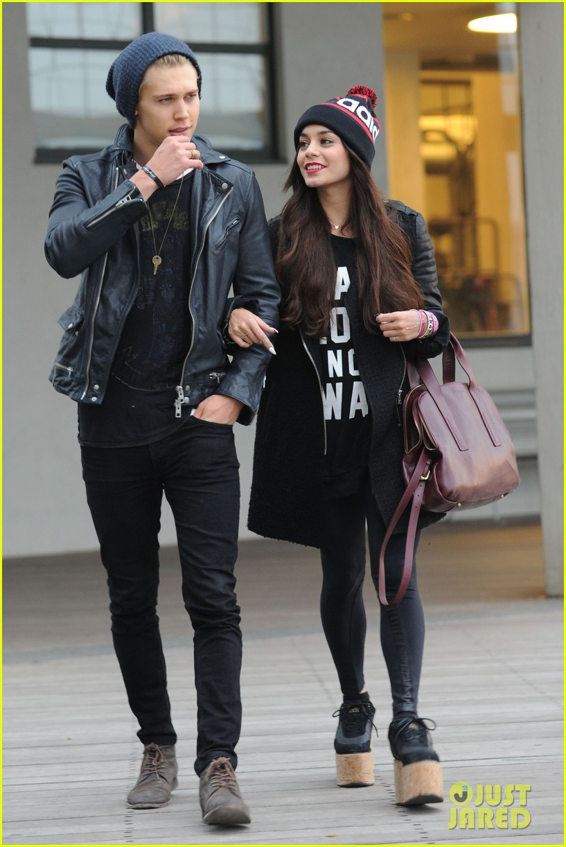 vanessa hudgens links arms with austin butler in big apple 03