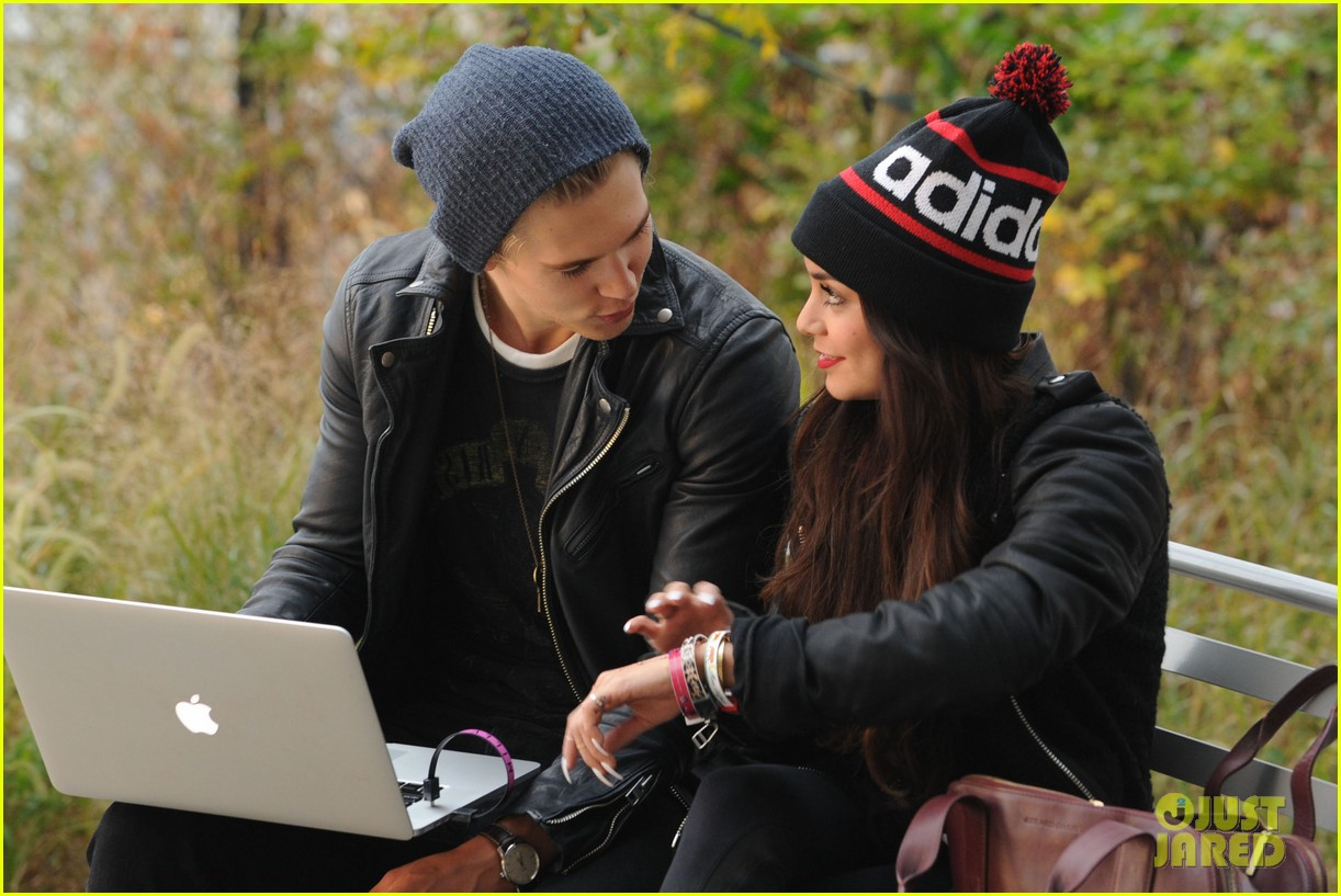 vanessa hudgens links arms with austin butler in big apple 05