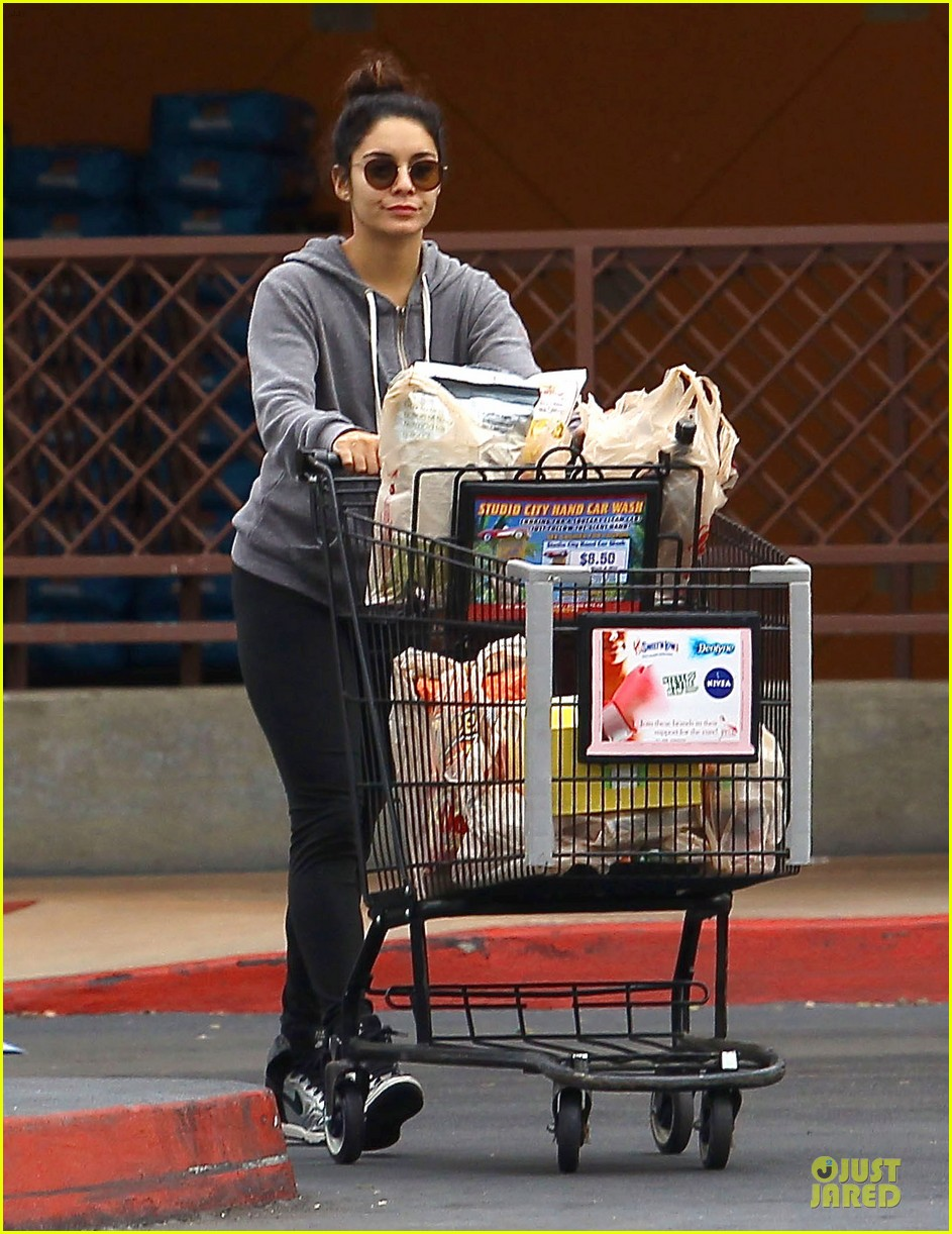 vanessa hudgens ralphs birthday shopping with stella 012994342