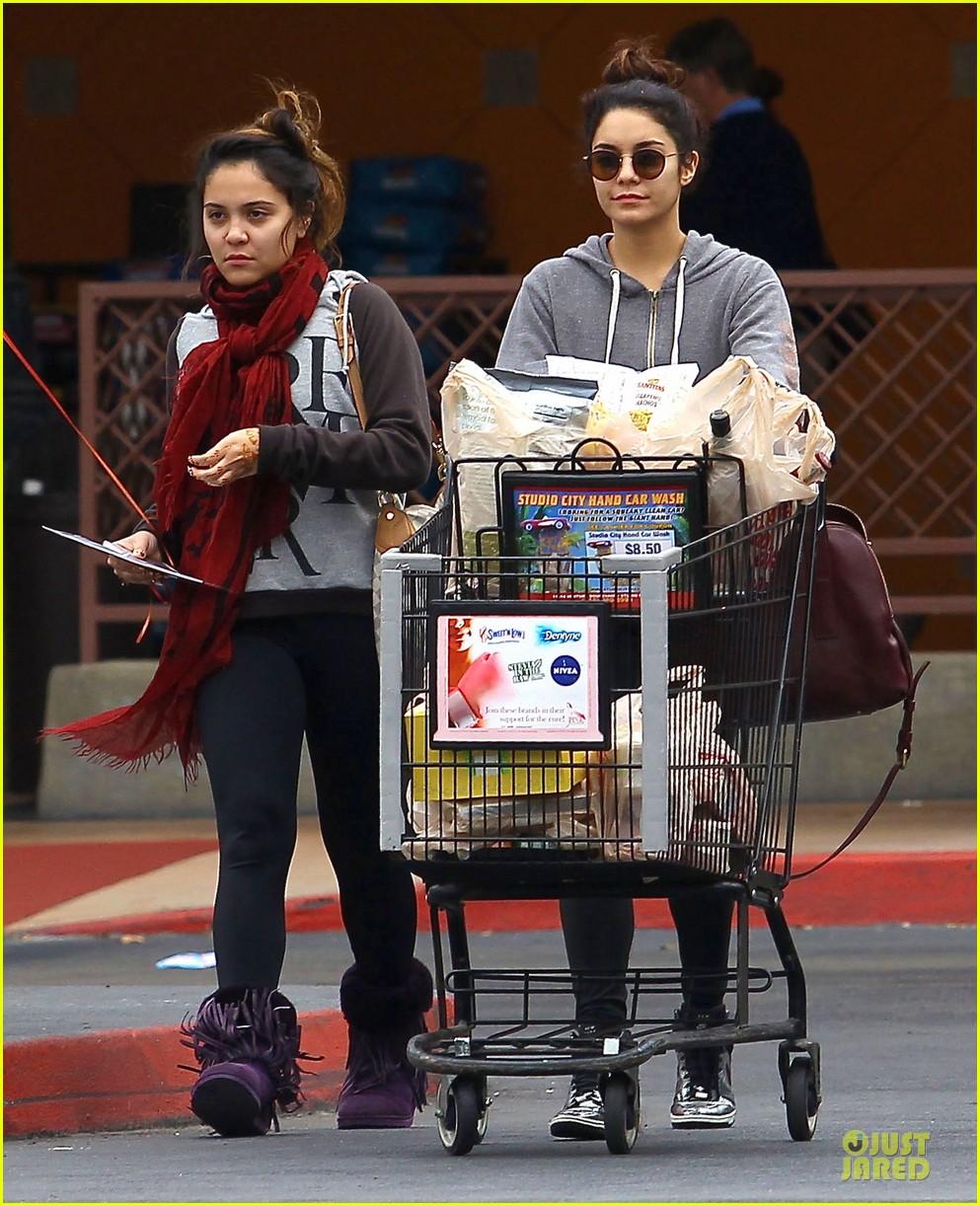 vanessa hudgens ralphs birthday shopping with stella 13