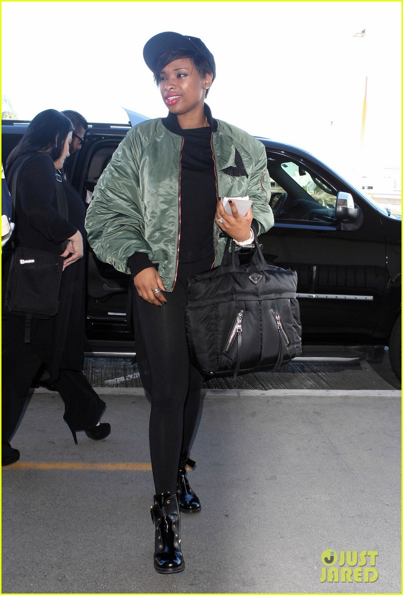 jennifer hudson flies out of town after walk of fame ceremony 05