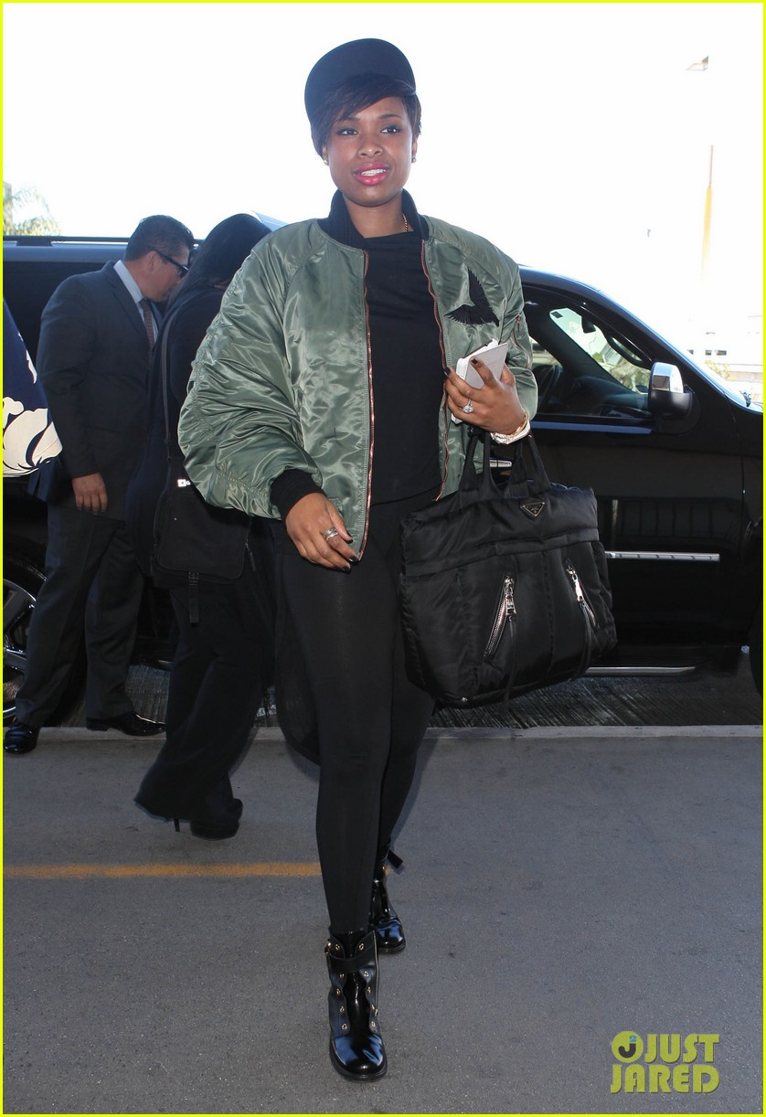 jennifer hudson flies out of town after walk of fame ceremony 09