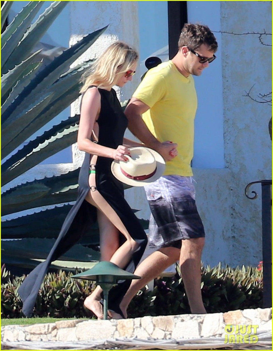 joshua jackson goes shirtless diane kruger wears bikini for cabo getaway 05