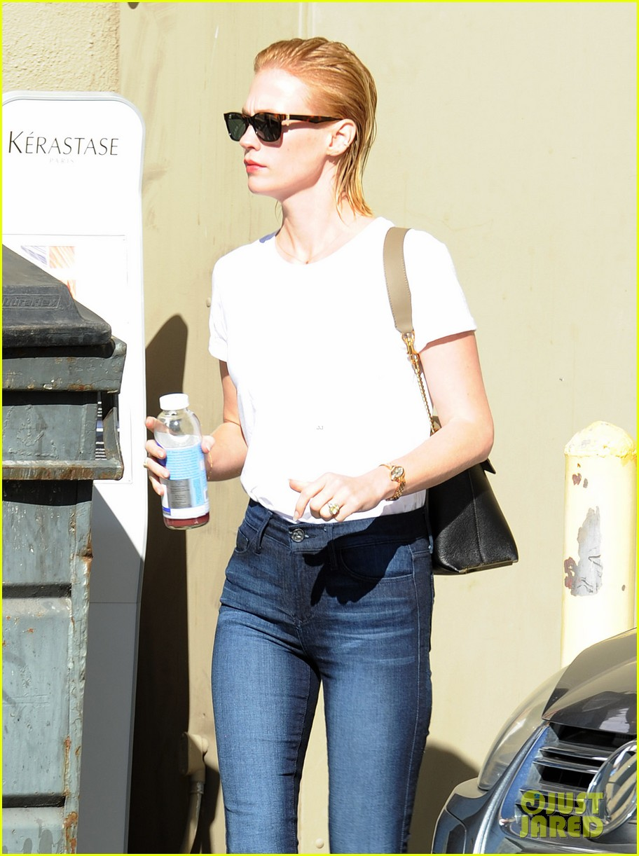 january jones leaves hair salon with wet hair 162993353