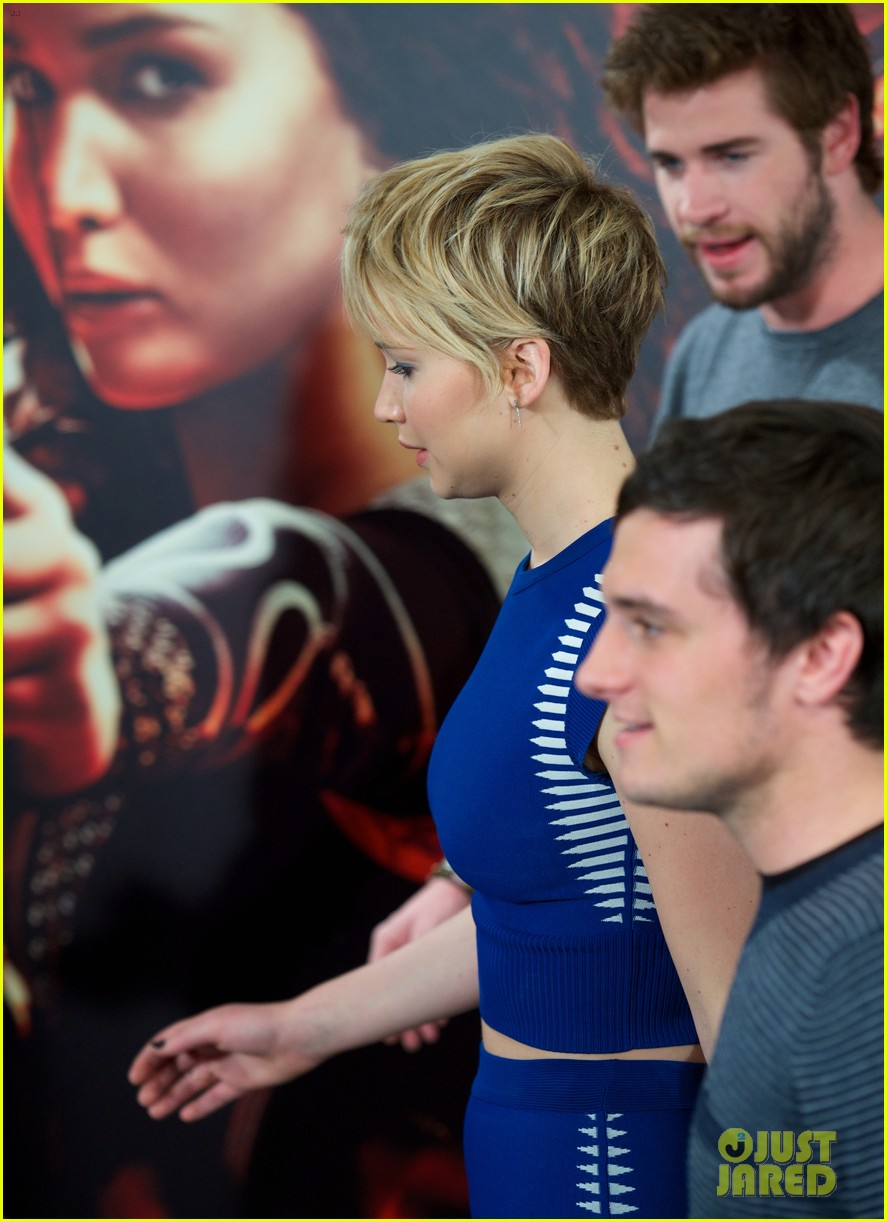 jennifer lawrence liam hemsworth cataching fire madrid 132991538