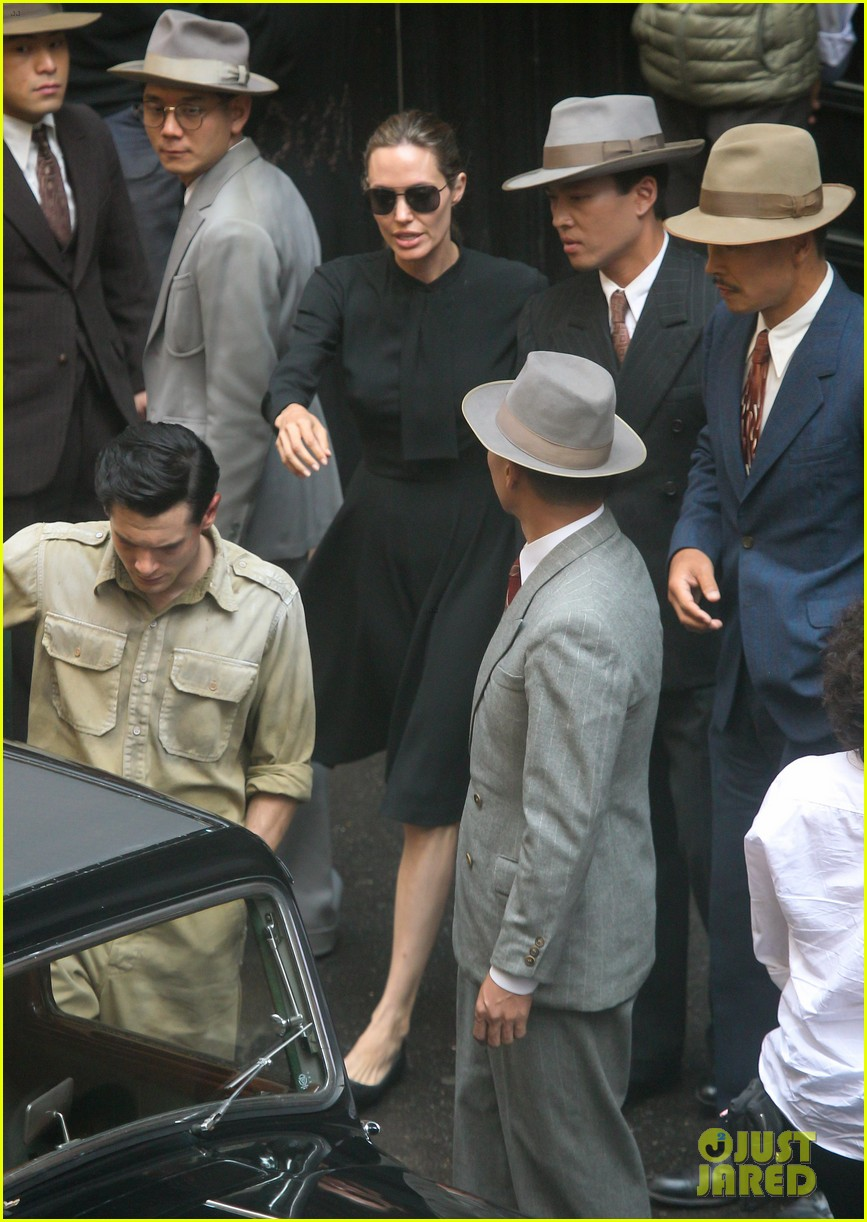 angelina jolie gets back to directing unbroken in australia 06