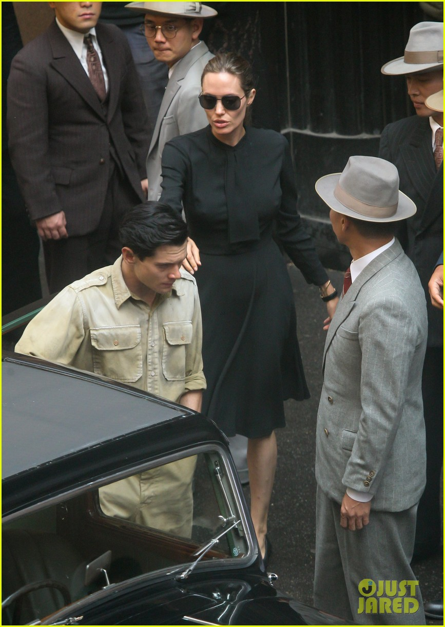 angelina jolie gets back to directing unbroken in australia 072997680