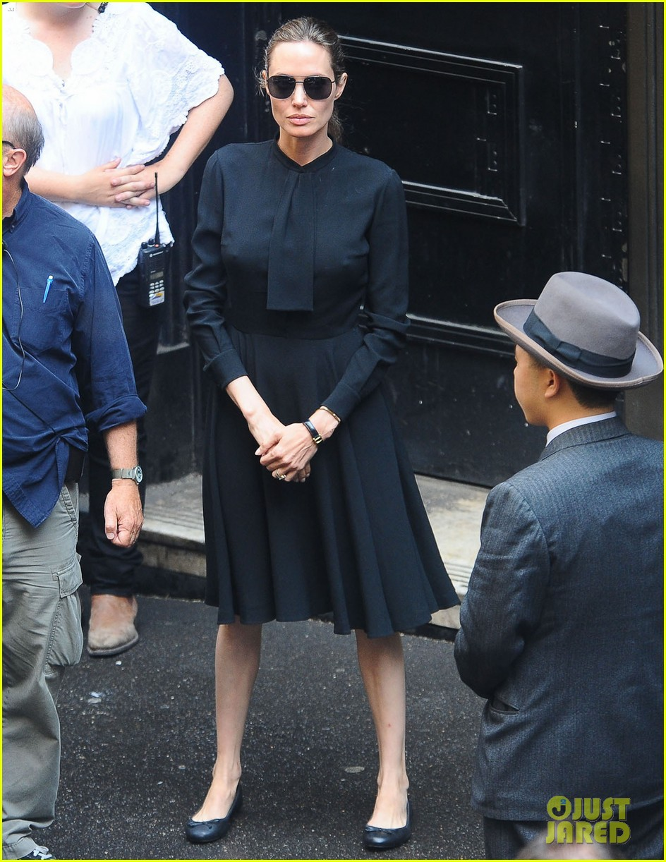 angelina jolie gets back to directing unbroken in australia 26