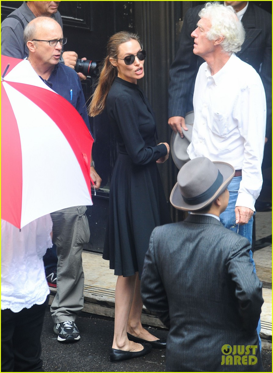 angelina jolie gets back to directing unbroken in australia 292997702