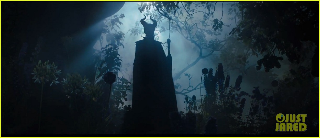angelina jolie maleficent teaser trailer with daughter vivienne 03