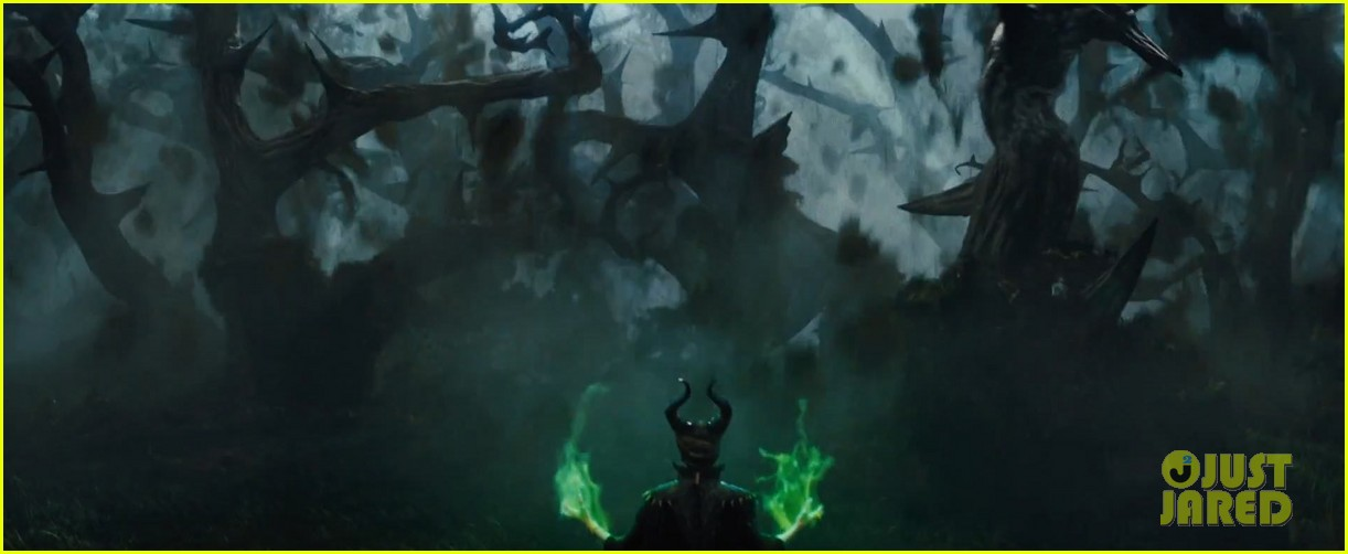 angelina jolie maleficent teaser trailer with daughter vivienne 04