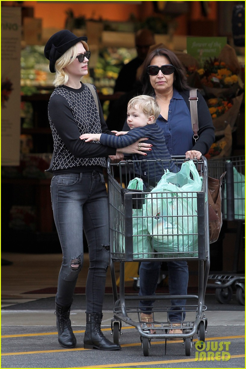 january jones goes food shopping with joyful son xander 112994508