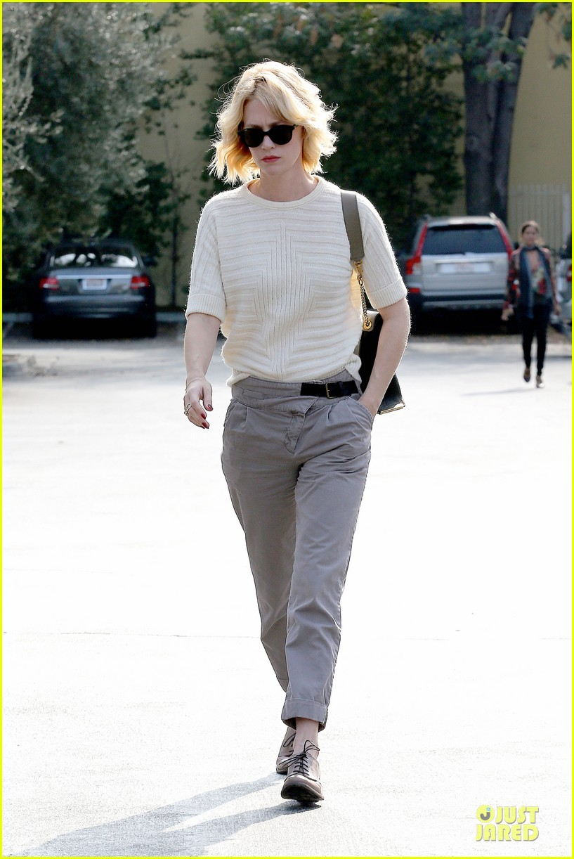 january jones sunglasses sporting pair 062996109