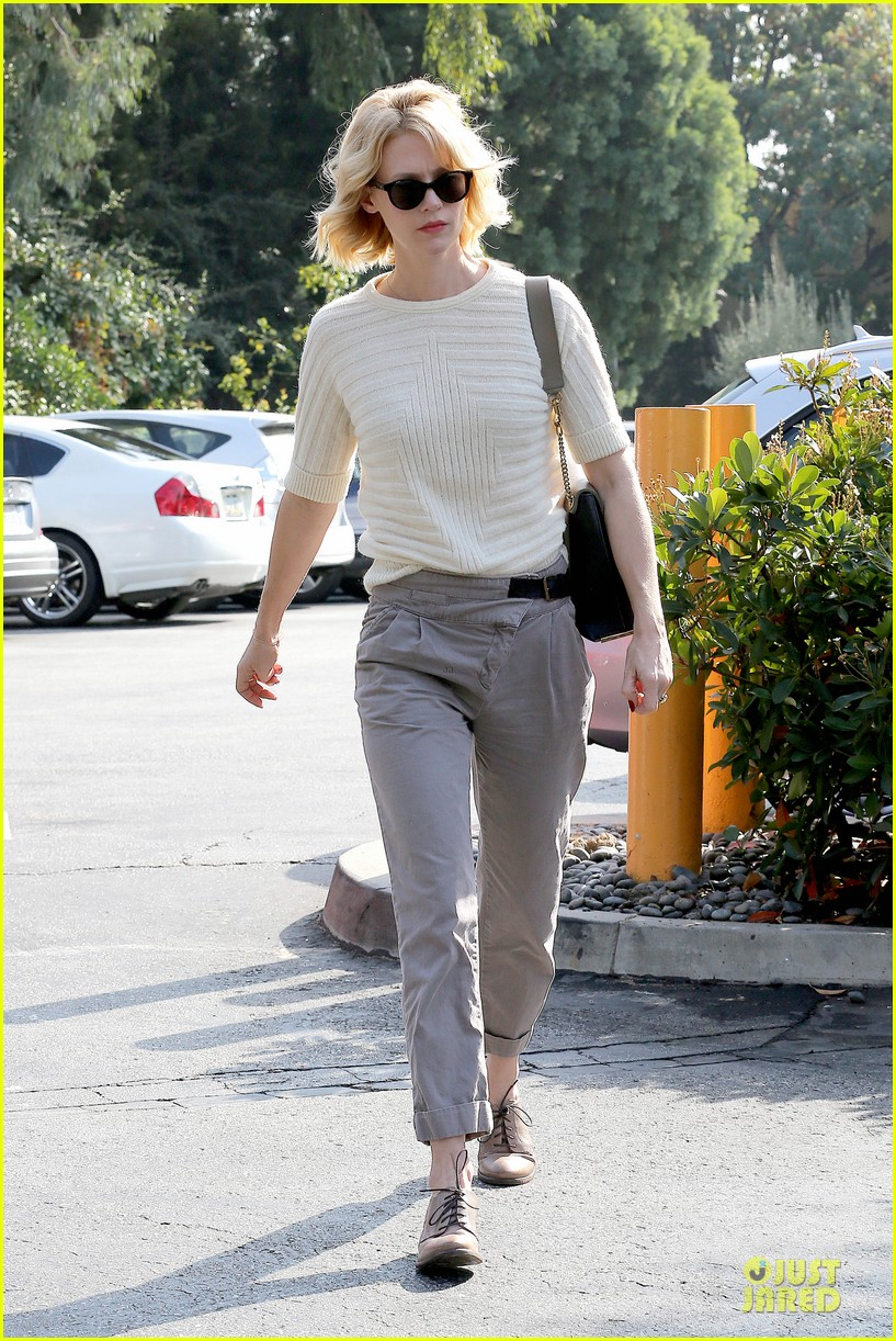 january jones sunglasses sporting pair 072996110
