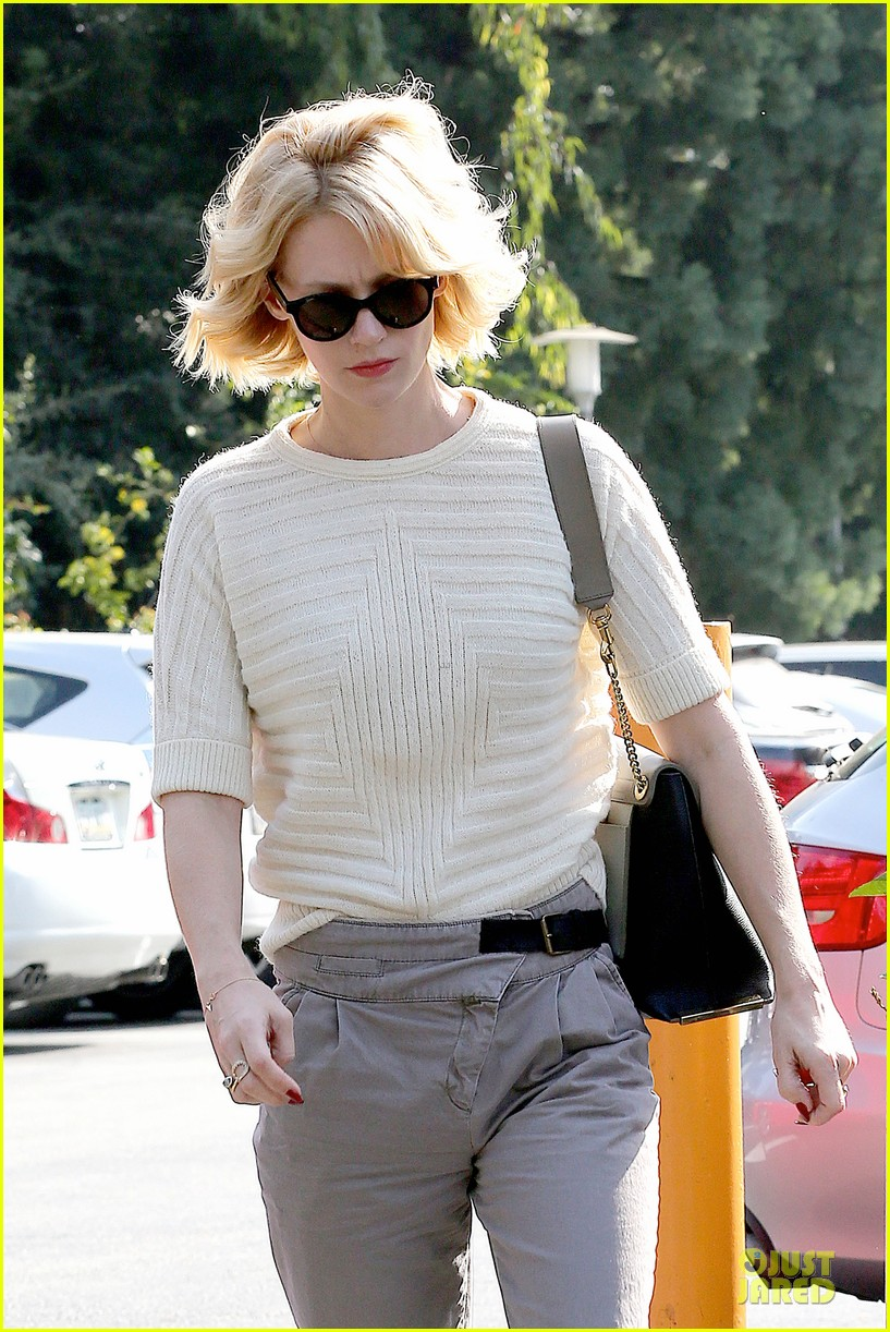 january jones sunglasses sporting pair 08