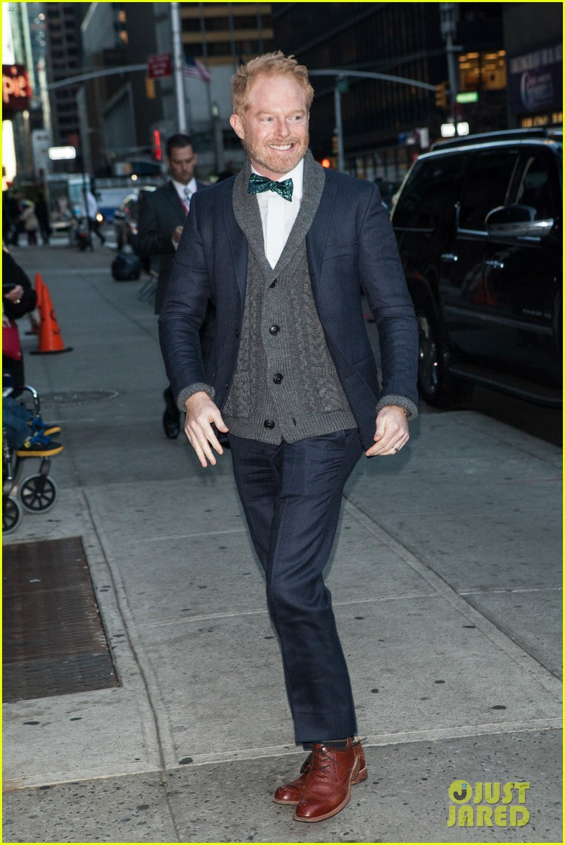 jesse tyler ferguson weighs in on alec baldwin controversy 012997608