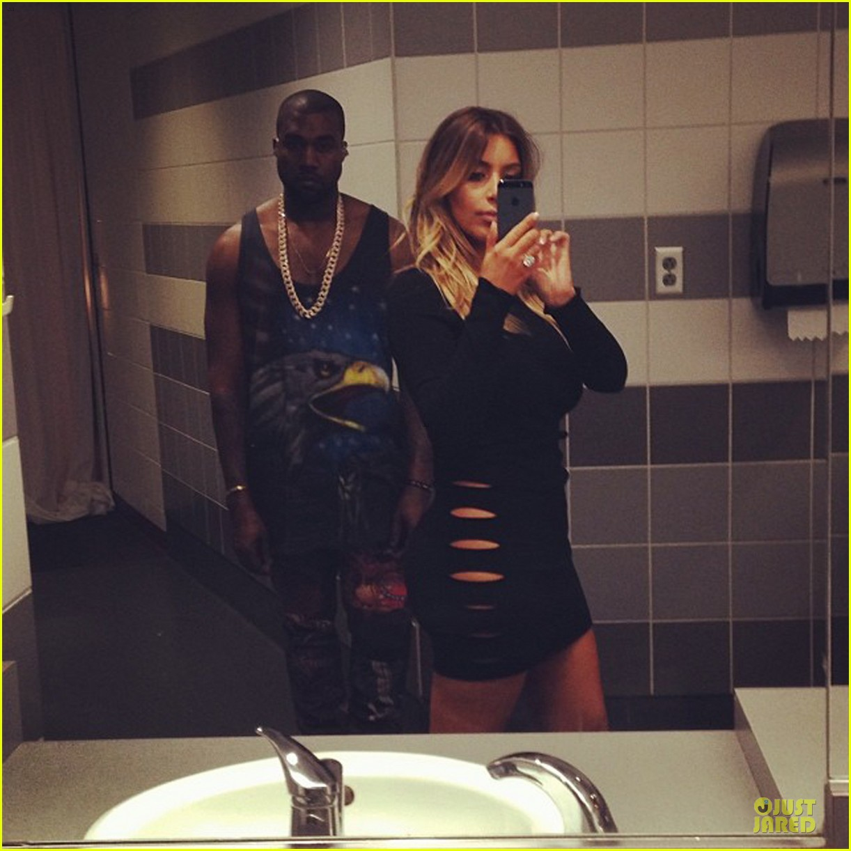 kim kardashian bathrrom selfie with kanye west 033002544