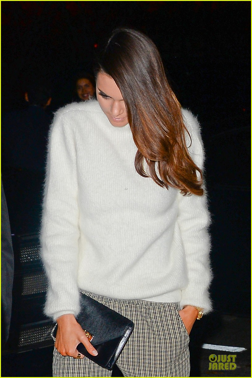 kim kardashian perforated top for outing with kendall jenner 04