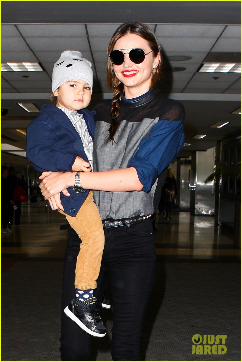 miranda kerr flies out after spending time with miley cyrus 072996707