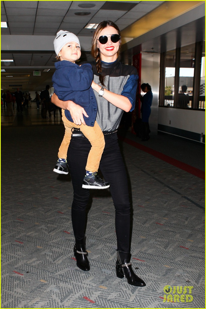 miranda kerr flies out after spending time with miley cyrus 12