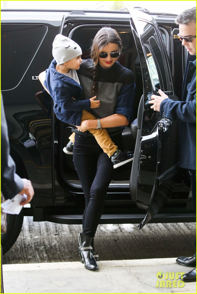 miranda kerr flies out after spending time with miley cyrus 162996716
