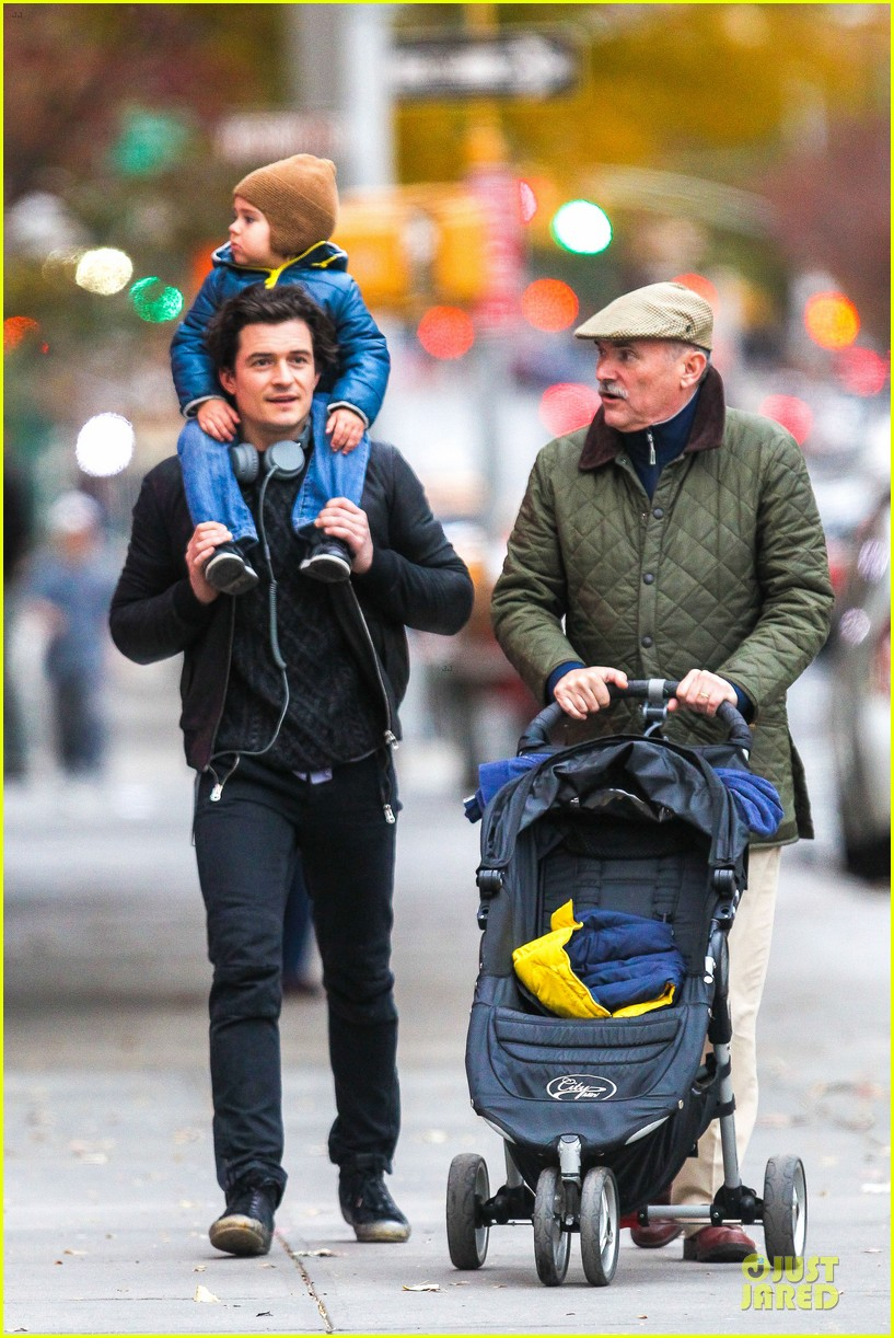 miranda kerr flies to japan orlando bloom bonds with dad harry 032990580