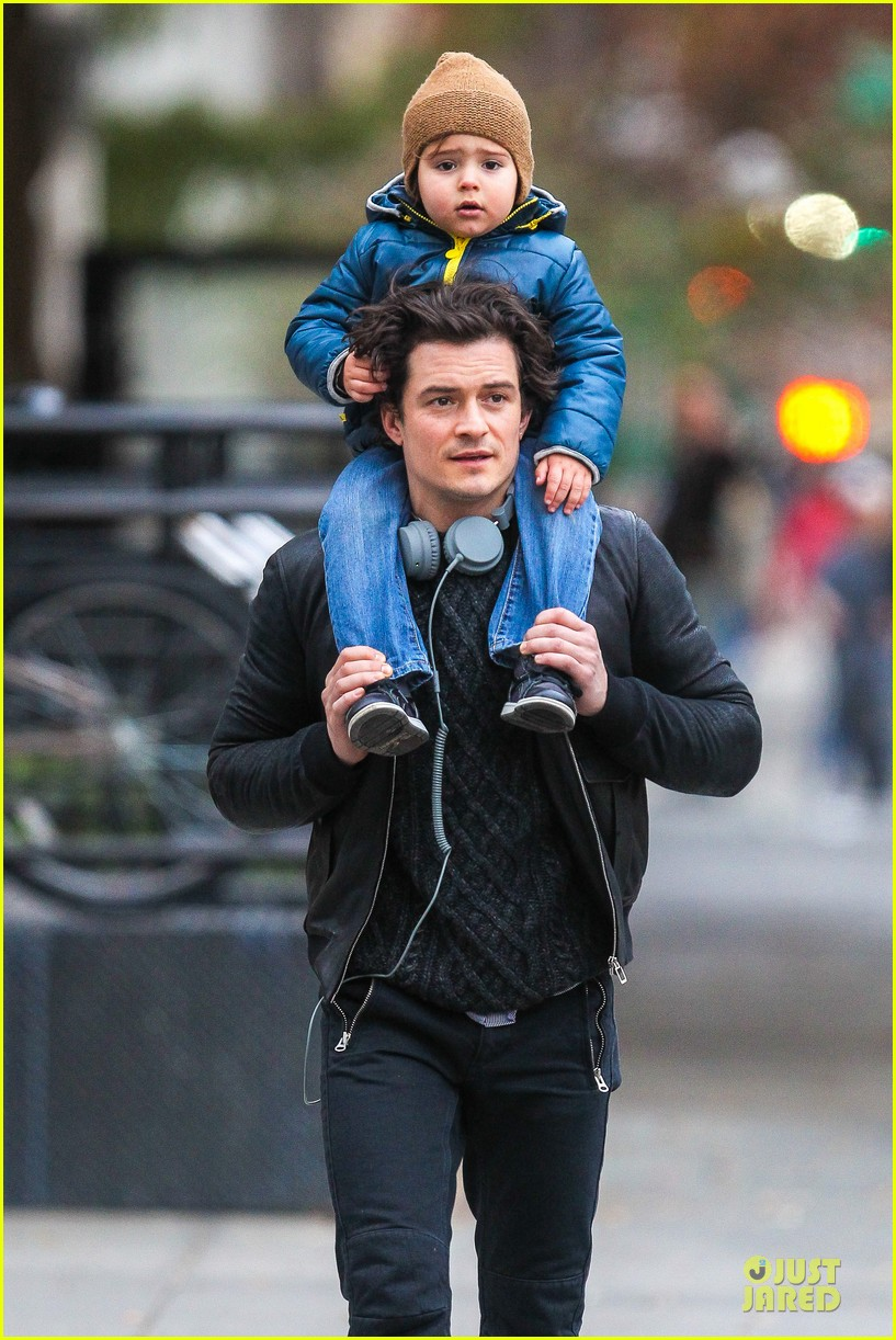 miranda kerr flies to japan orlando bloom bonds with dad harry 07