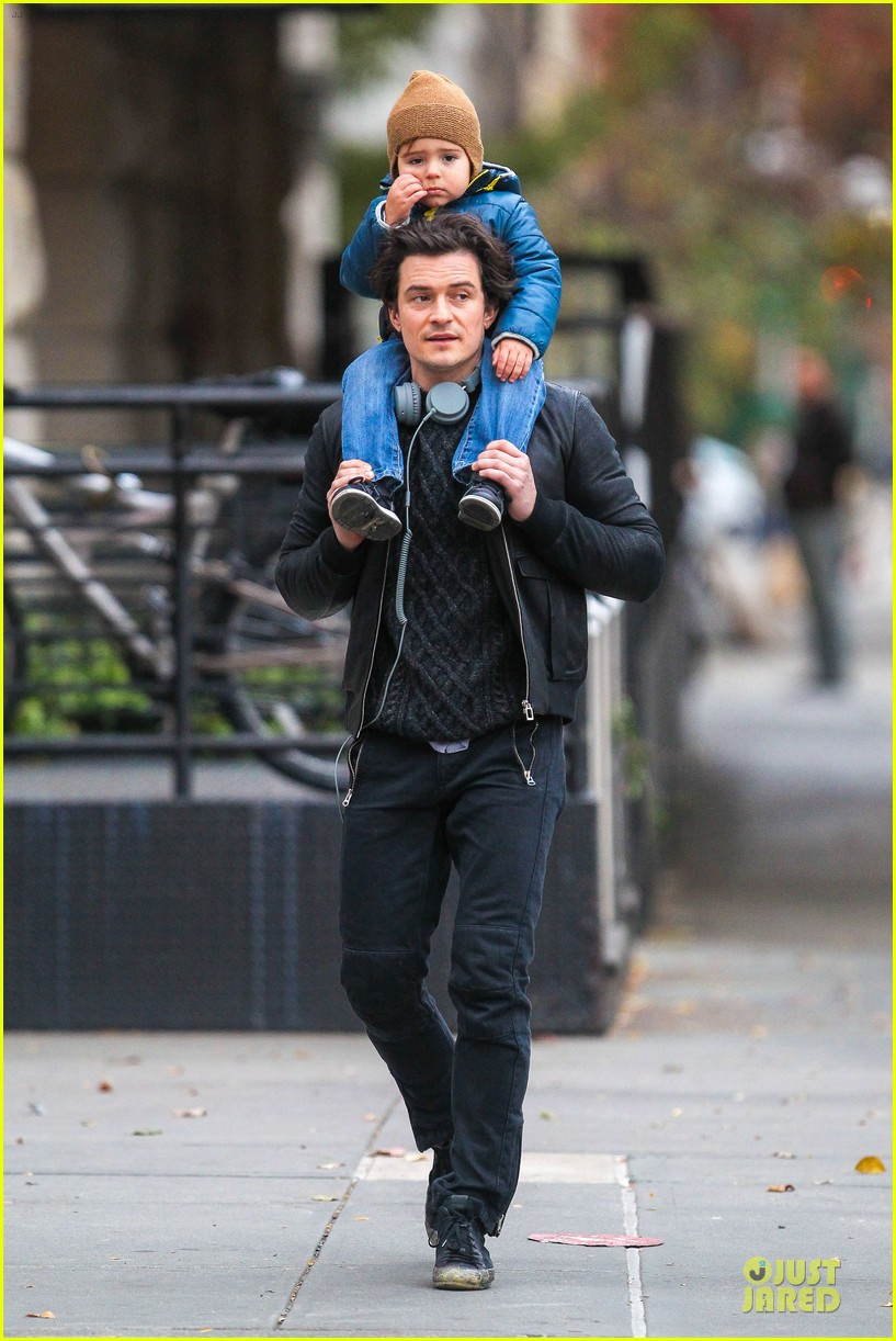 miranda kerr flies to japan orlando bloom bonds with dad harry 08