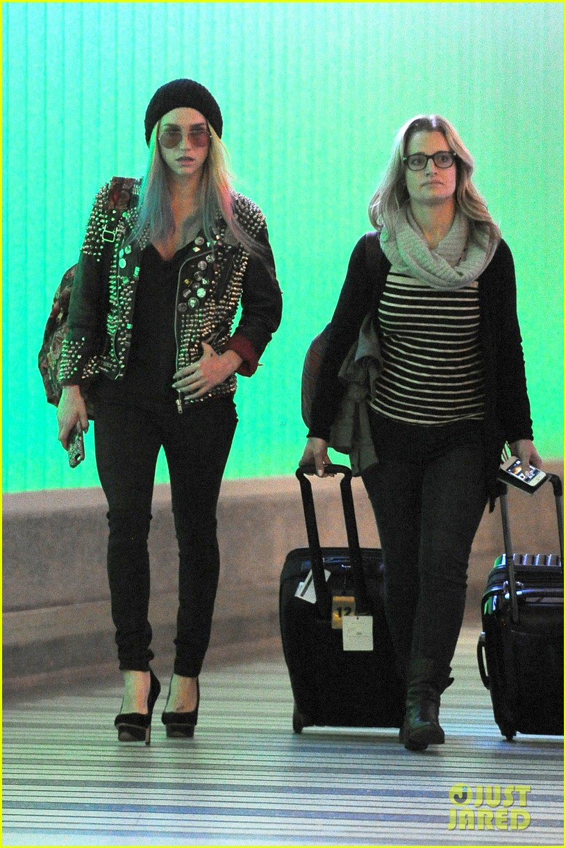 kesha returns home after amfar india trip 032995973