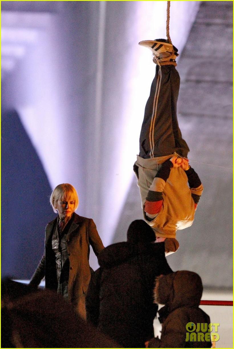 nicole kidman films with hanging man for paddington bear 12