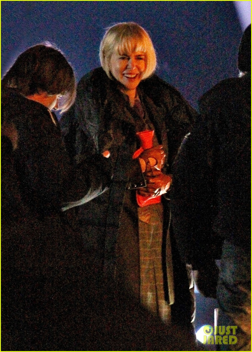 nicole kidman films with hanging man for paddington bear 22