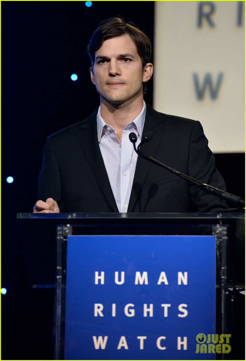 ashton kutcher speaks at human rights watch dinner 13