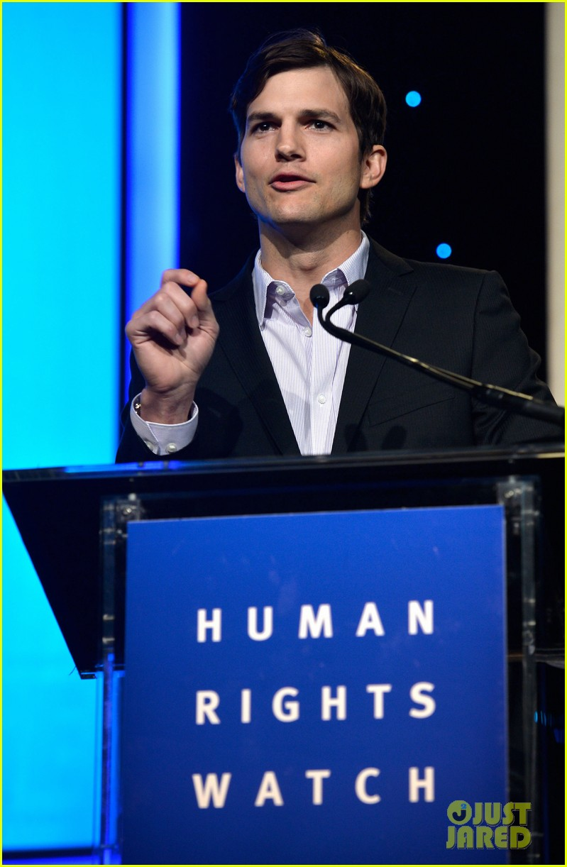 ashton kutcher speaks at human rights watch dinner 152991433