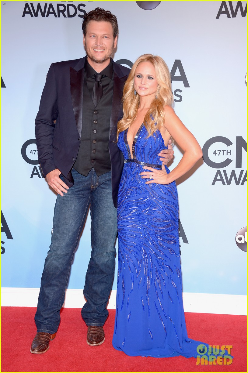miranda lambert blake shelton cma awards 2013 red carpet 132987458