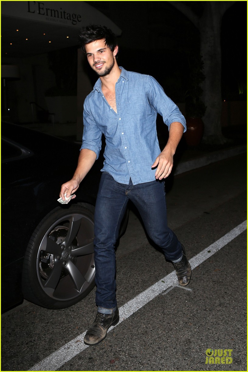 taylor lautner marie avgeropoulos lermitage dinner date 112998302
