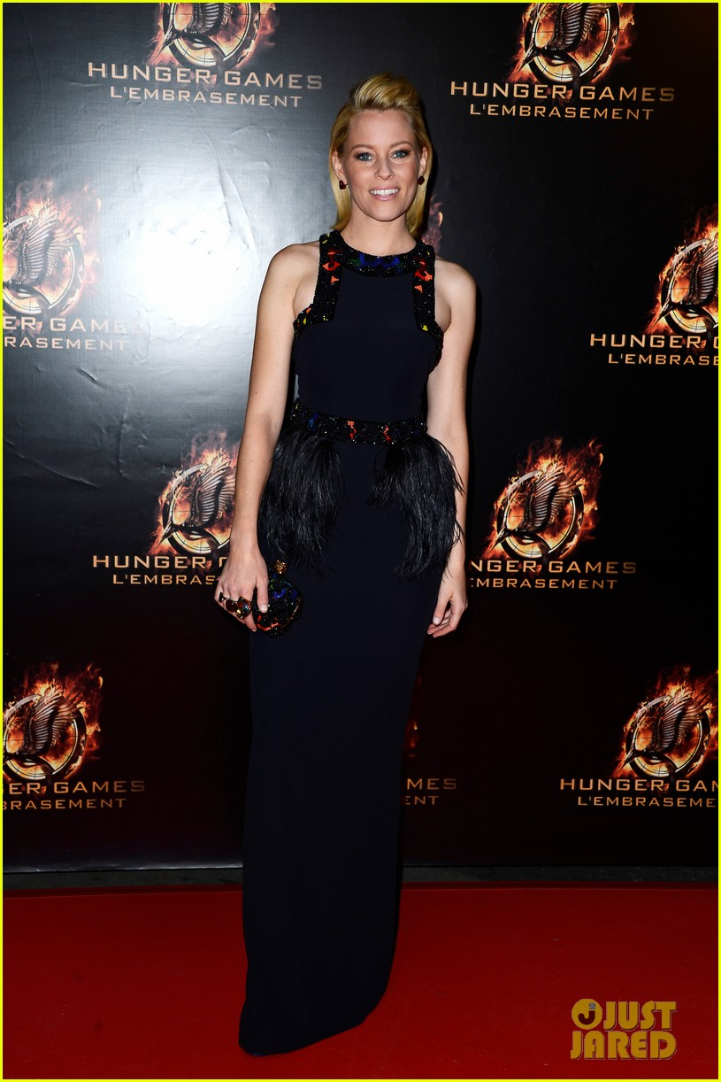 jennifer lawrence liam hemsworth catching fire paris premiere 052993485