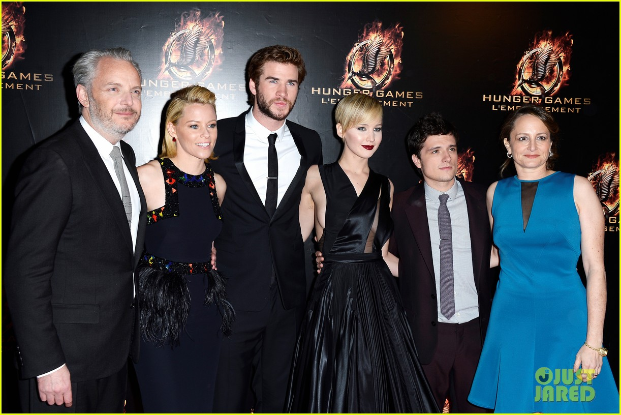 jennifer lawrence liam hemsworth catching fire paris premiere 202993500